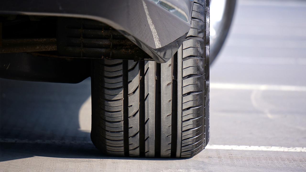 Penser à mettre de l'air dans votre pneu de voiture.