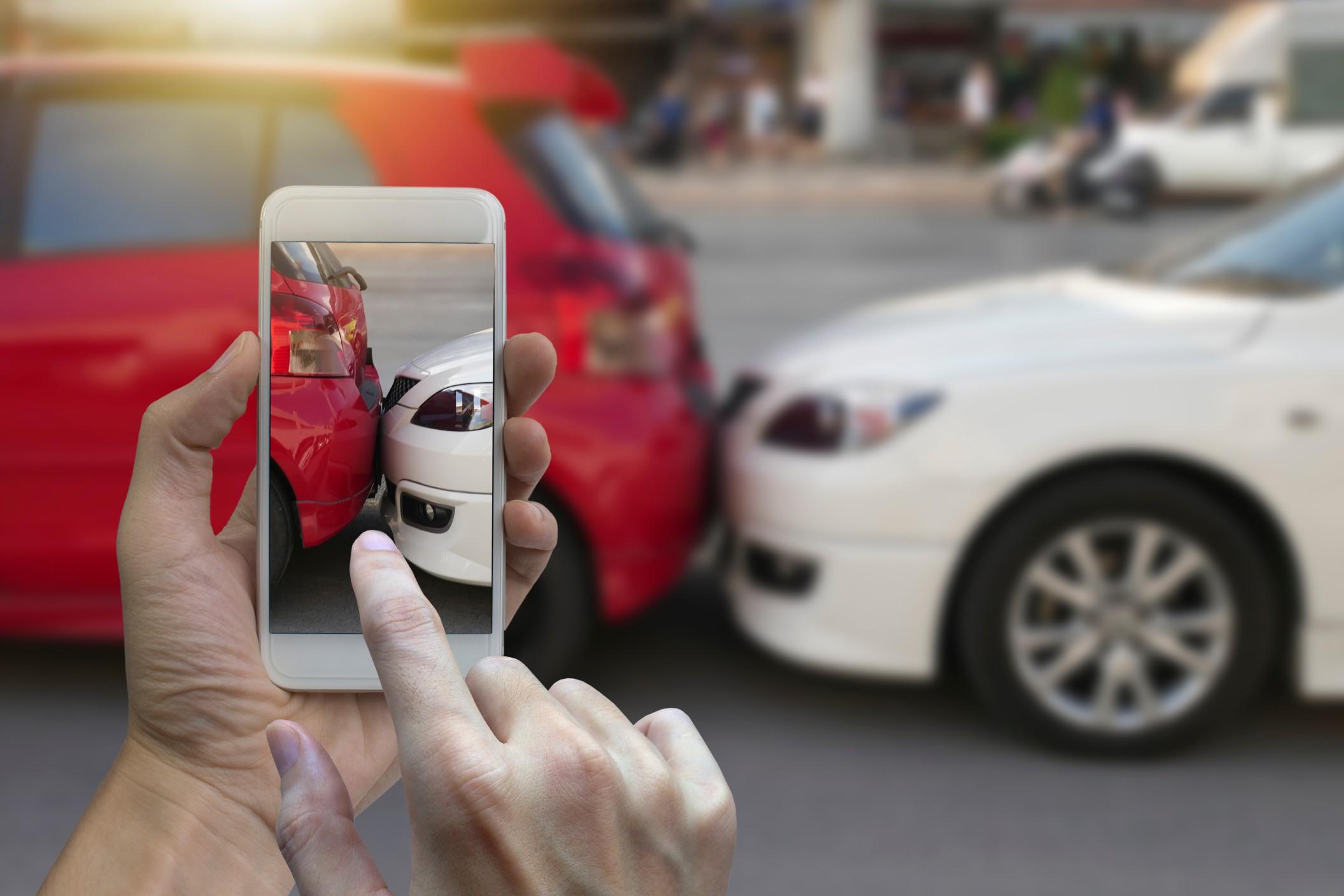 Read more about the article Comment réagir face à un accident dans un ralentissement ?